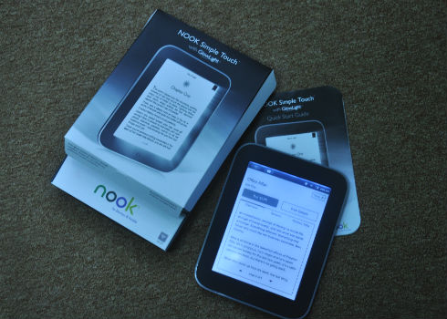 Nguyên hộp của máy đọc sách Nook Simple Touch. Sản phẩm giá 4 triệu đồng.
