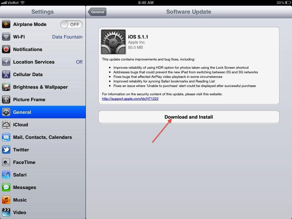 Khi thấy Software Update thông báo có cập nhật mới, nhấn chọn Donwload and Install