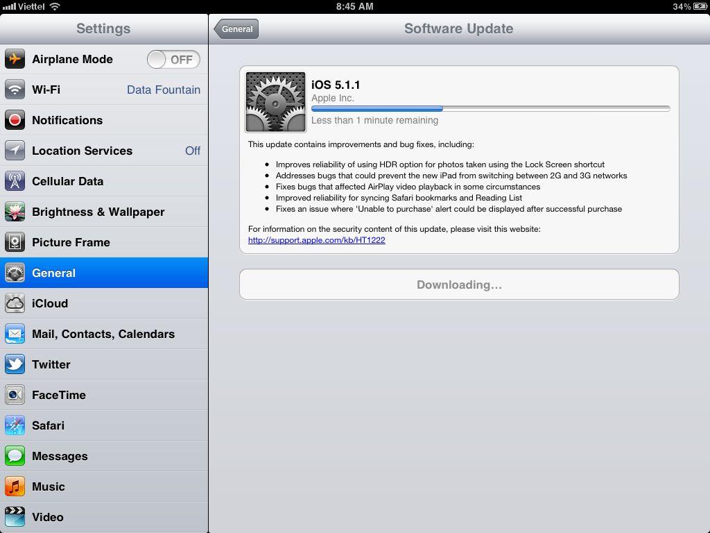 Chờ đợi ít phút để iOS tải bản cập nhật mới. Với bản nâng cấp iOS 5.1.1 chỉ có 50 MB nên việc chờ đợi chỉ mất vài phút phụ thuộc vào đường truyền của bạn.