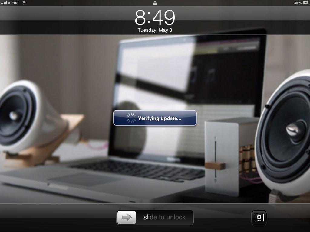 Màn hình xác nhận việc nâng cấp. Lúc này iOS sẽ khởi động lại và cài bản nâng cấp, bạn cần phải chờ 5 - 10'.