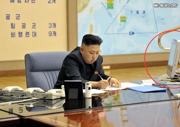 Một chiếc iMac trên bàn làm việc của ông Kim Jong Un