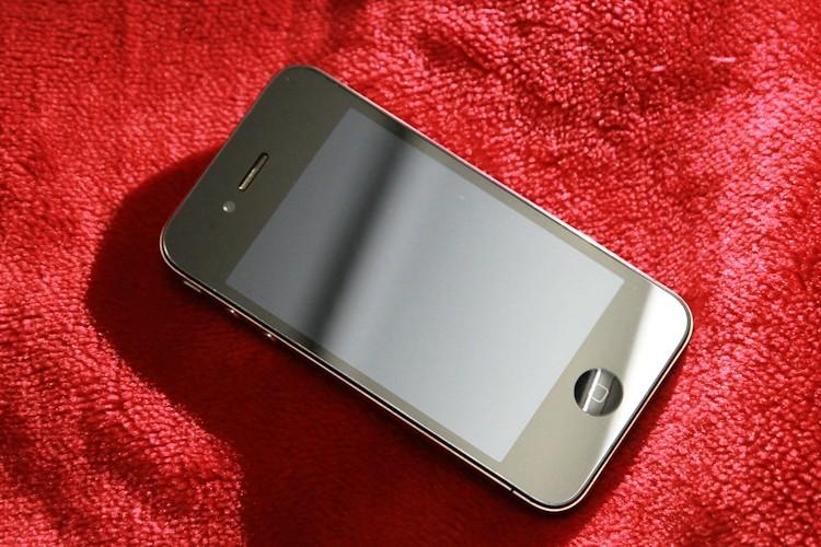 Một mẫu HKPhone với mẫu mã không khác biệt mấy với iPhone 4/4S