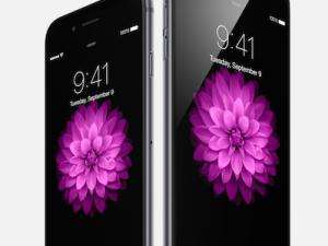 iPhone 6 4.7 inch (trái) và iPhone 6 Plus (5.5 inch)