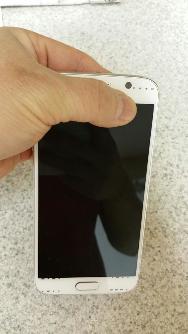 Could-this-be-the-white-Galaxy-S6-4