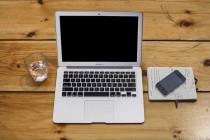 macbook-air-iphone