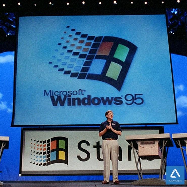 Bill Gates trên sân khấu giới thiệu buổi ra mắt Windows 95 đầu tiên
