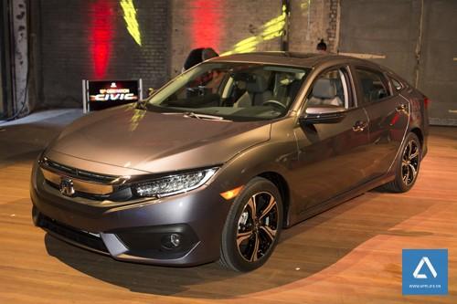 Mẫu Honda Civic 2016 được thiết kế hoàn toàn mới và trang bị công nghệ CarPlay của Apple