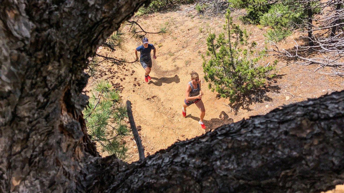 Bộ ảnh được thực hiển bởi Jakob Schiller của tờ tạp chí Outside Magazine. Chụp lại buổi phượt trong rừng, lội suối bằng xe đạp và chạy bộ