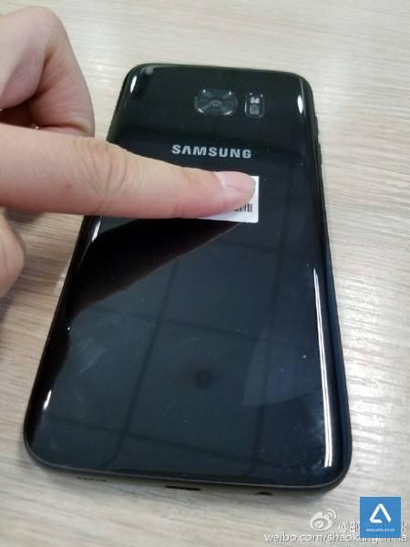 Galaxy S7 Edge màu đen bóng (Jet Black)