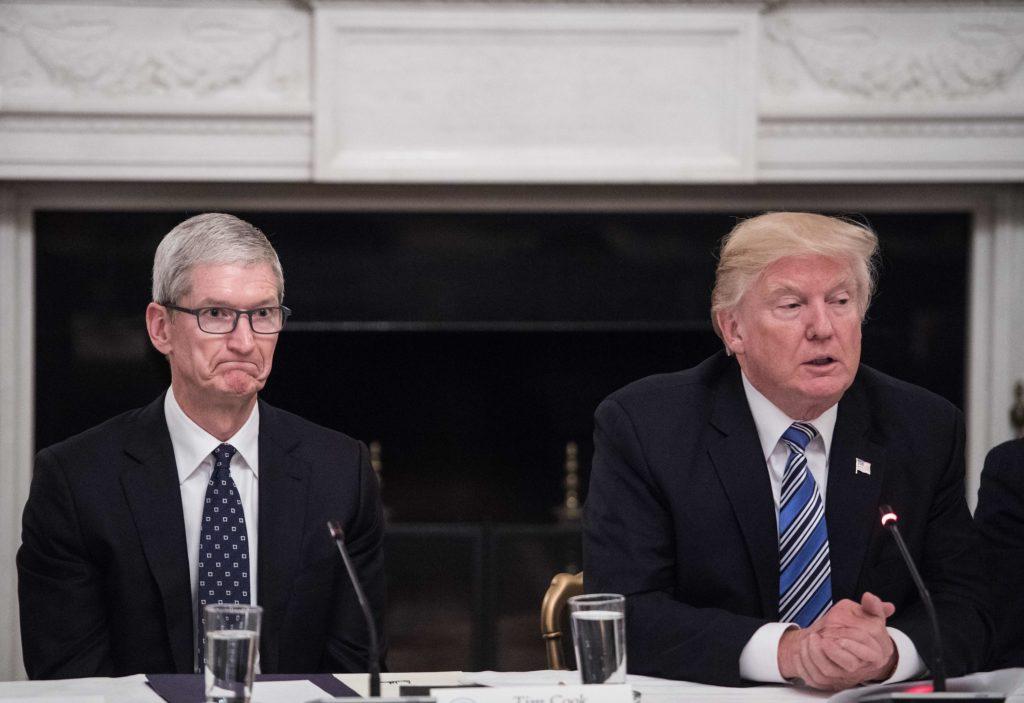 Trump_called_gay_CEO_Tim_Cook_Tim_Apple_cringeworthy-1024x703